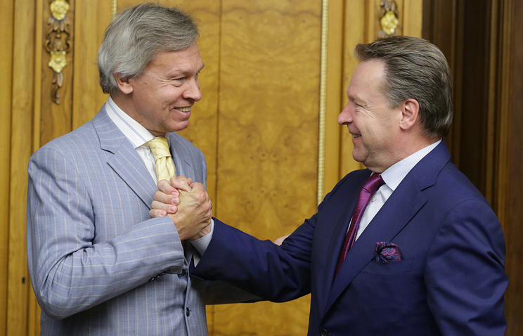 Russian State Duma member Alexey Pushkov (left) and OSCE Parliamentary Assembly president Ilkka Kanerva (right)