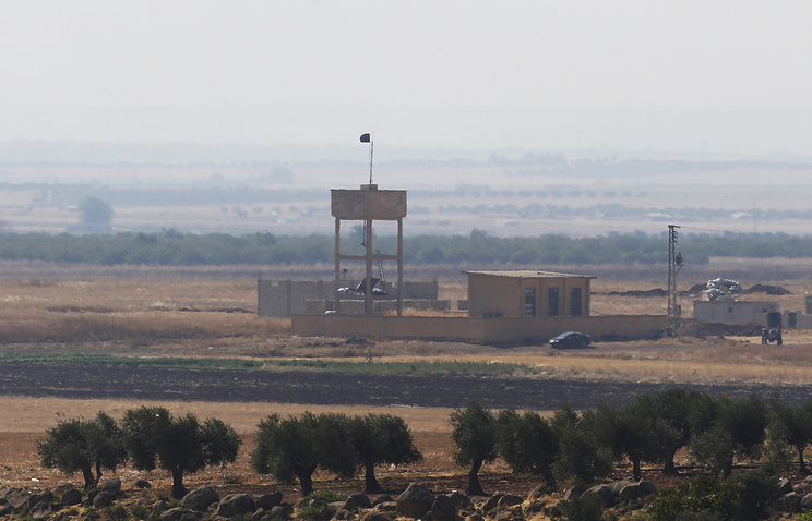 Syrian opposition group flag on the Turkish side of the border