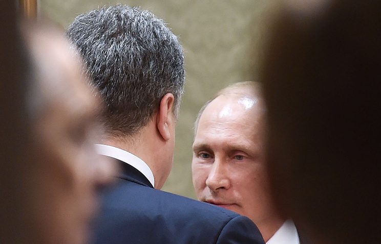 Petro Poroshenko and Vladimir Putin during Ukraine peace talks in Minsk (archive)
