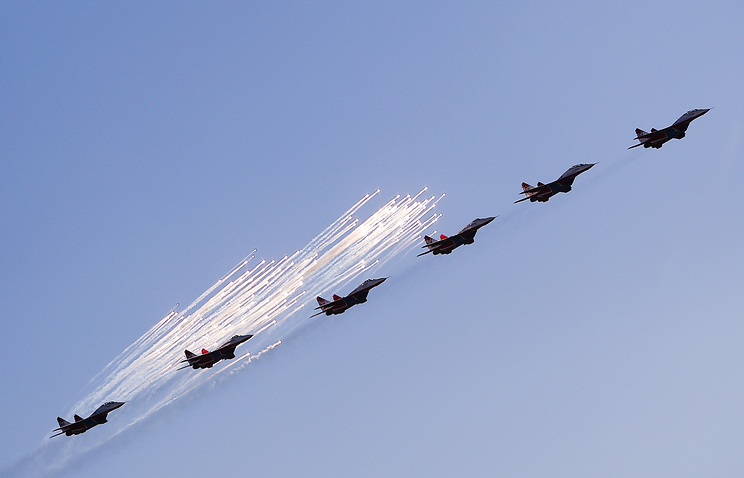 MiG-29 aircrafts of the Strizhi aerobatic display team perform during a demonstration flight at the opening of the 2015 MAKS International Aviation and Space Salon in the town of Zhukovsky, Moscow region
