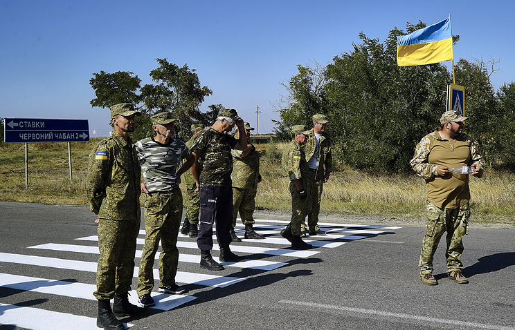 Right Sector acrivists blocking a road at a checkpoint of the Russia-Ukraine border