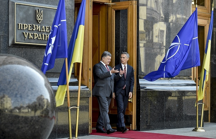 President of Ukraine Petro Poroshenko (left) and NATO Secretary-General Jens Stoltenberg (right)
