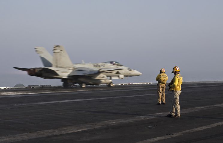 US warplane seen on board the nuclear-powered Roosevelt aircraft carrier (archive)