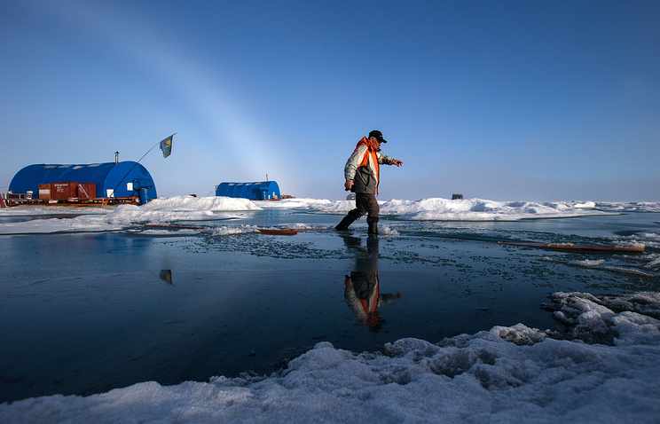 Russian North Pole-2015 drifting ice station