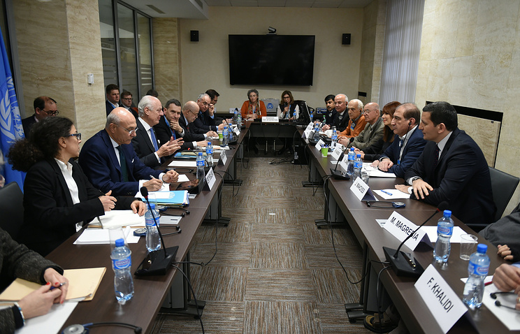 UN Special Envoy of the Secretary-General for Syria Staffan de Mistura, third from left, speaks with Qadri Jamil and Syria's opposition representatives