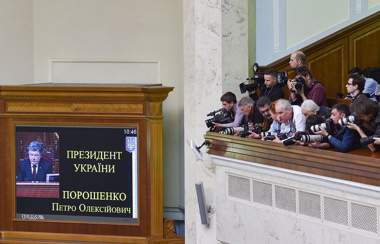 Reporters at the Ukrainian parliament