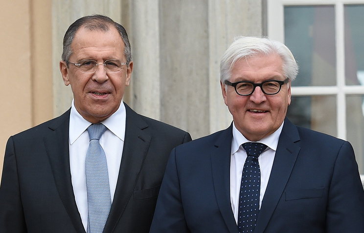 Russian Foreign Minister Sergey Lavrov and his German counterpart Walter Frank Steinmeier