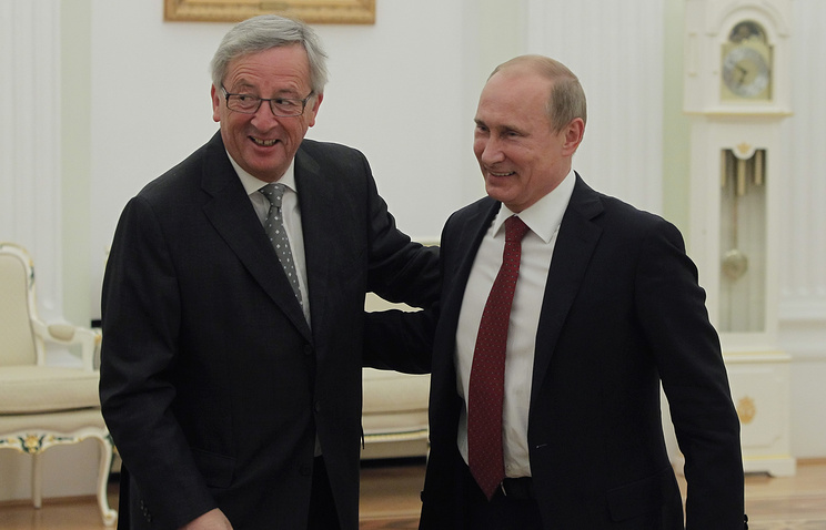 Carter Hits Russia for Attacking US-backed Syrian Rebels