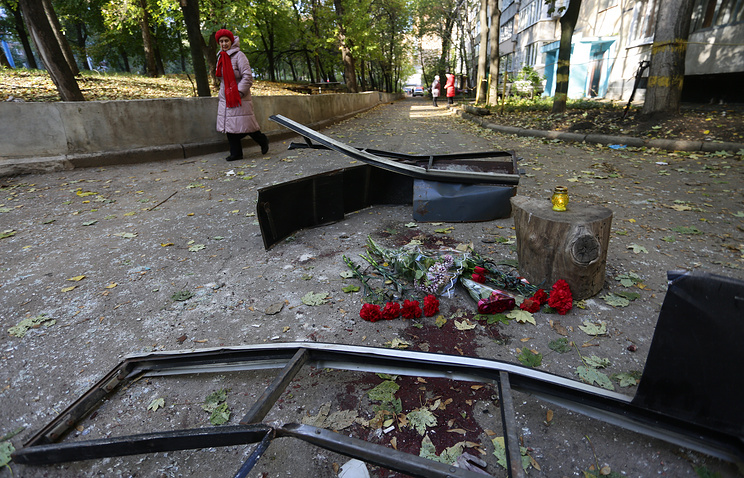 Flowers outside an apartment block where DPR militiaman Arsen Pavlov was killed