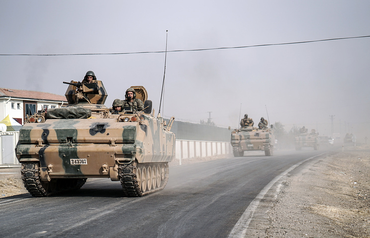 Turkish army tanks patroling near the Syrian border