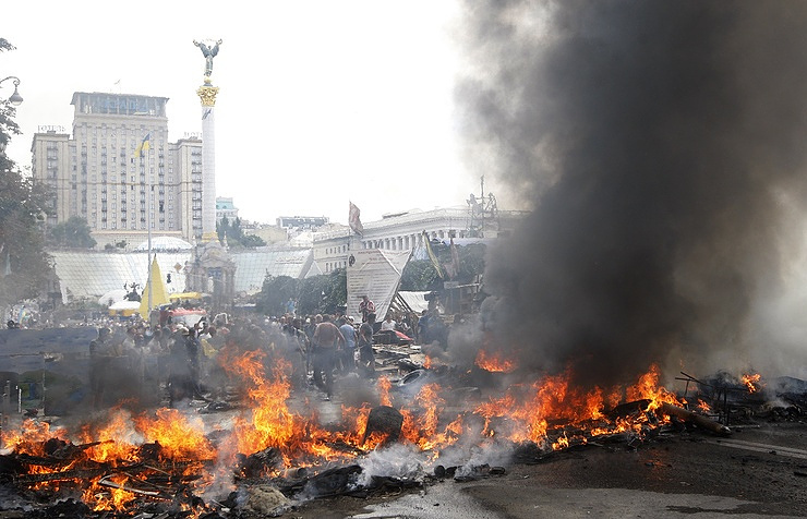 Maidan activists set tyres on fire as they protest against clearing Kiev's Independence Square, 2014