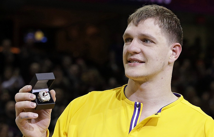 Lakers shut down healthy Timofey Mozgov for remainder of season