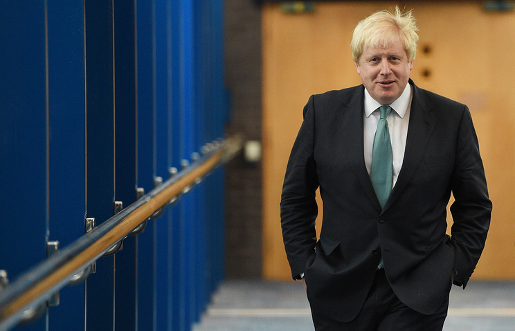 Does Boris Johnson look 'daft' after pulling out of Russian Federation  meeting?