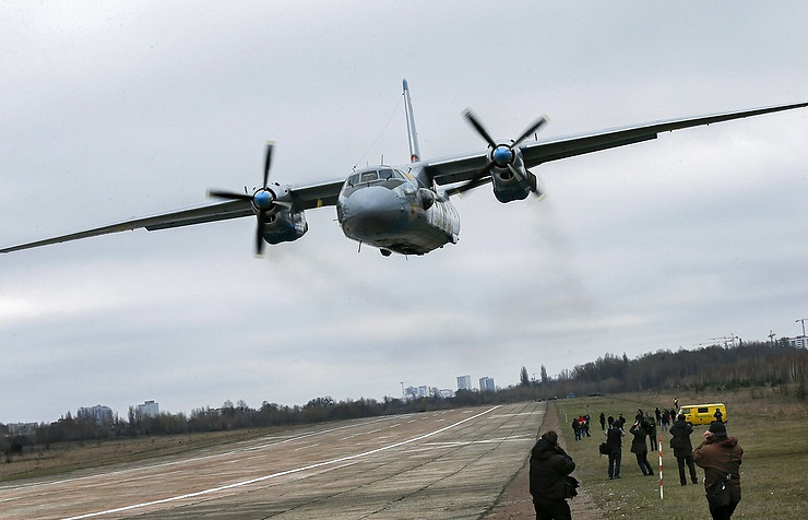 Russian military plane crash kills 1, injures 5