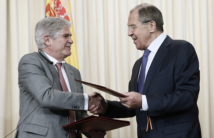 Spainish and Russian Foreign Ministers Alfonso Dastis Quecedo and Sergei Lavrov