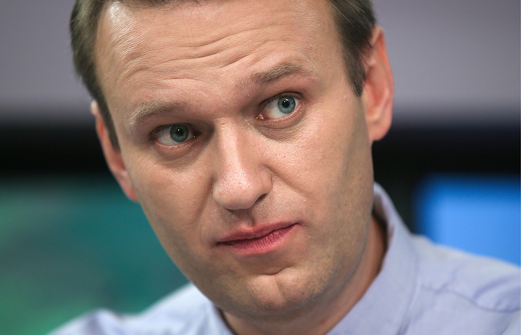 Putin critic Navalny released from jail after 25-day stint