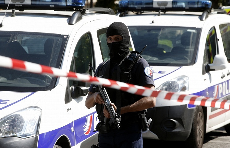 Terror eyed in Paris vehicle attack that injured six soldiers