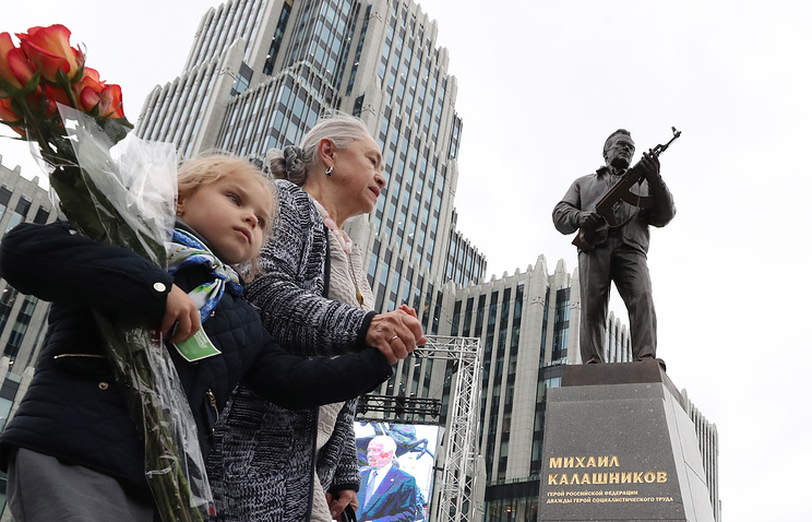 Monument to inventor of world-renowned Kalashnikov rifle unveiled in Moscow