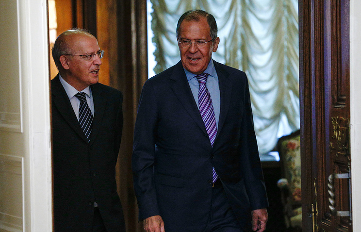 Portugal's Foreign Minister Augusto Santos Silva (L) and Russia's Foreign Minister Sergei Lavrov