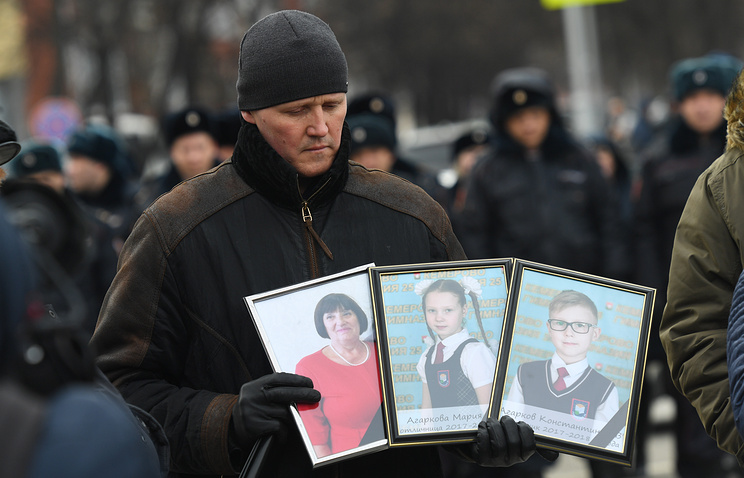 A man mourning the victims of the March 25 fire in Kemerovo