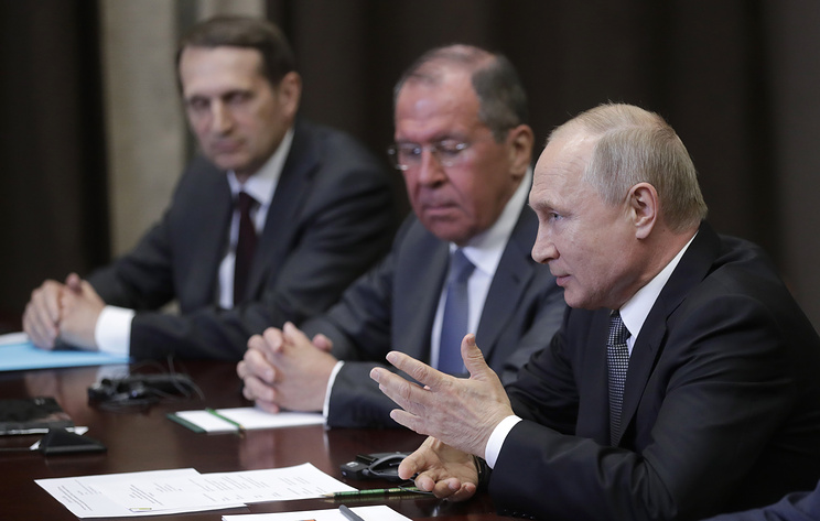 Russian Foreign Intelligence Service Chief Sergey Naryshkin, Russia's Foreign Minister Sergey Lavrov and Russia's President Vladimir Putin (L-R) at the meeting with US Secretary of State Michael Pompeo