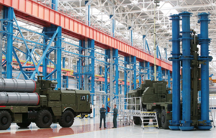 S-400 Triumf anti-aircraft weapon system launch vehicles at the 70th Victory Day Anniversary Plant in Nizhny Novgorod