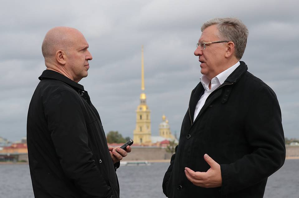 Journalist Andrey Vandenko and Russia's Accounts Chamber chief Alexei Kudrin Piotr Kovalev/TASS