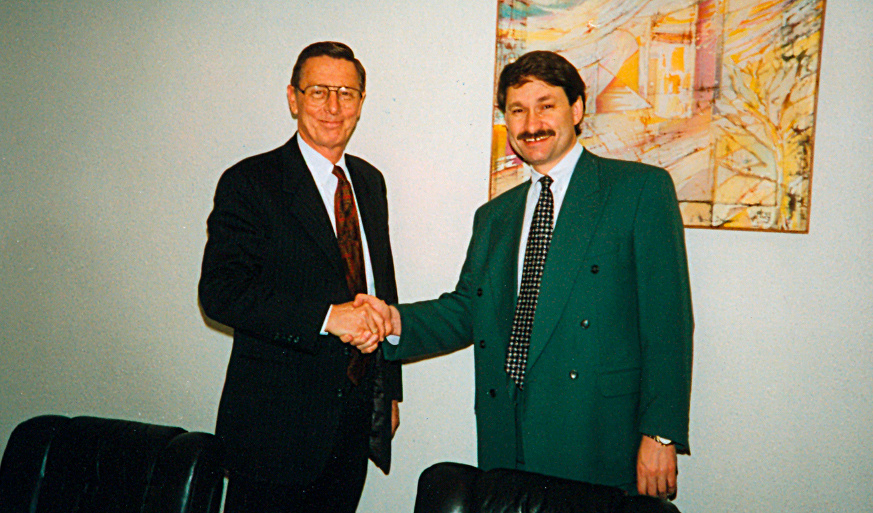 With Chairman of the Oracle Corporation James Abrahamson in Moscow, 1993 Personal archive of Leonid Boguslavsky